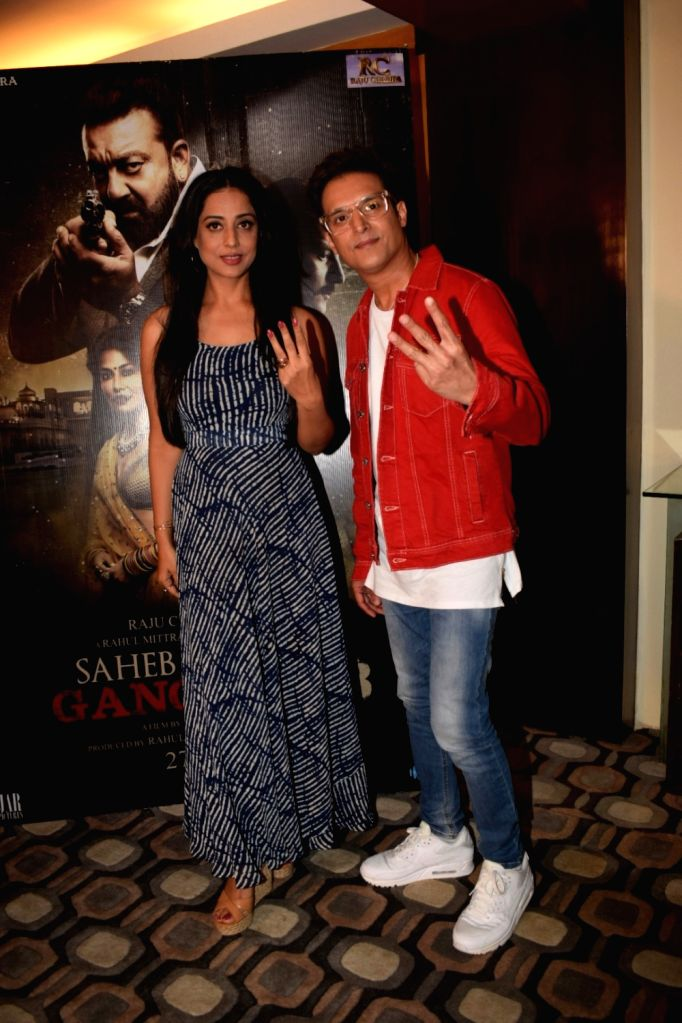 "Actors Mahie Gill and Jimmy Shergill during a media interaction of their film ""Saheb Biwi Aur Gangster 3"" in Mumbai on July 27, 2018. - Mahie Gill and Jimmy Shergill"