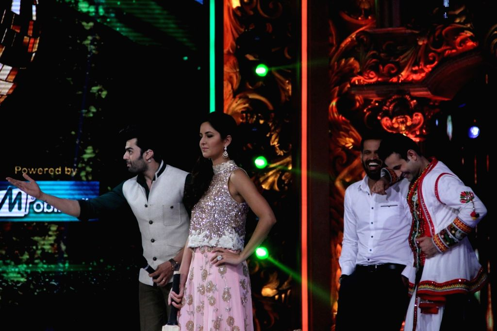 Actors Manish Paul, Katrina Kaif, cricketers Irfan Pathan and Yusuf Pathan during the promotion of film Phantom on the sets of Jhalak Dikhhla Jaa Season 8 in Mumbai, on Aug 12, 2015. - Manish Paul and Katrina Kaif
