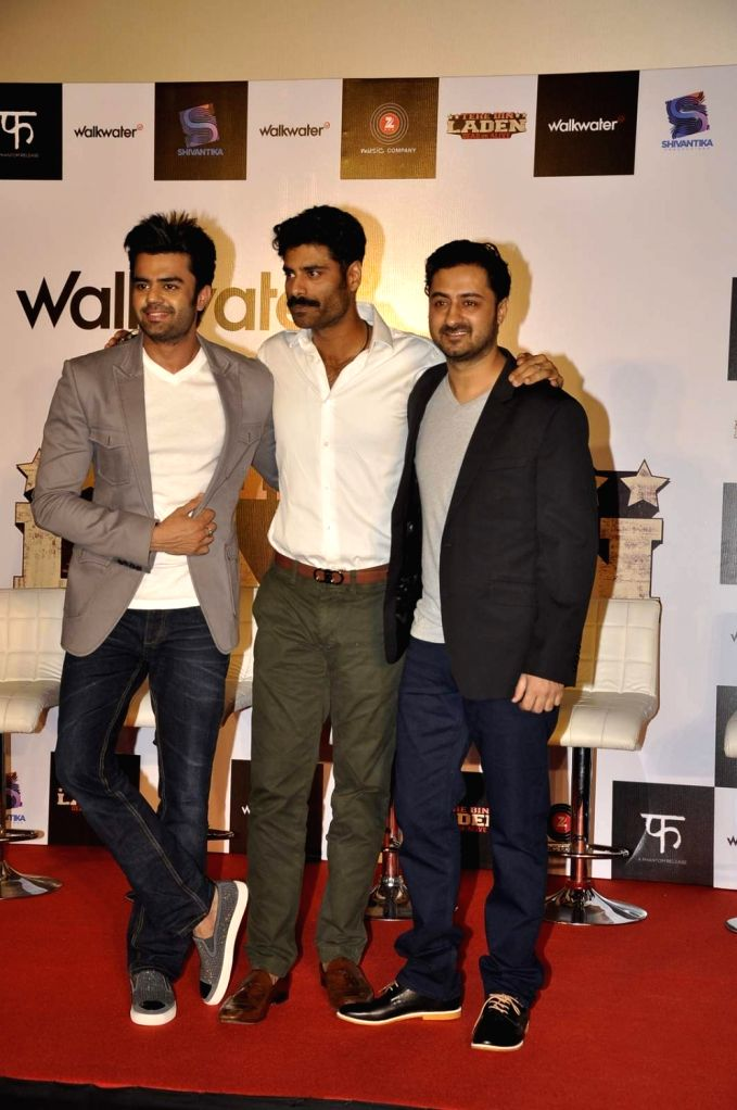 Actors Manish Paul, Sikander Kher and Pradhuman Singh during the trailer launch of film Tere Bin Laden : Dead or Alive in Mumbai on Jan. 19, 2016. - Manish Paul, Sikander Kher and Pradhuman Singh