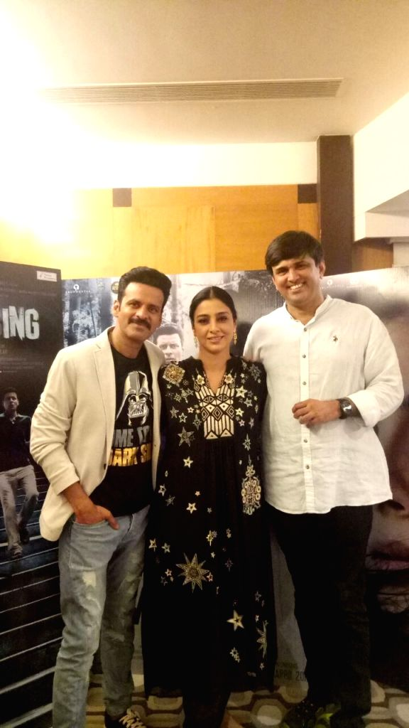 """Actors Manoj Bajpayee and Tabu with director Mukul Abhyankar during the promotions of their upcoming film """"Missing"""" in Mumbai on April 3, 2018. - Mukul Abhyankar, Manoj Bajpayee and Tabu"""