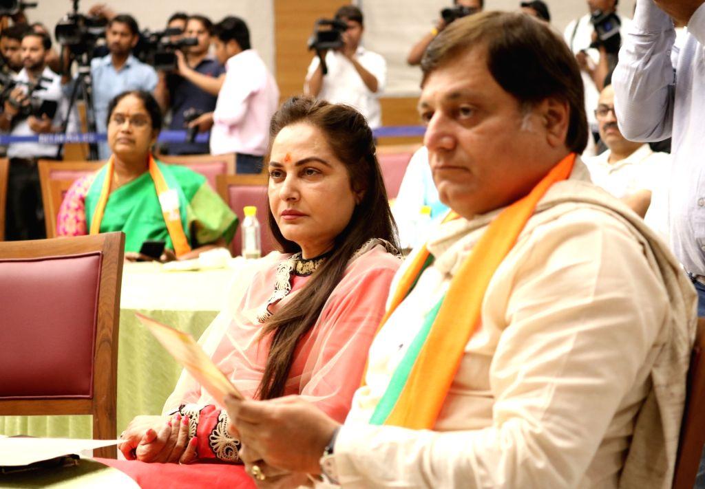 Actors Manoj Joshi and Jaya Prada during a programme at BJP's headquarter, in New Delhi, on May 5, 2019. - Manoj Joshi and Jaya Prada