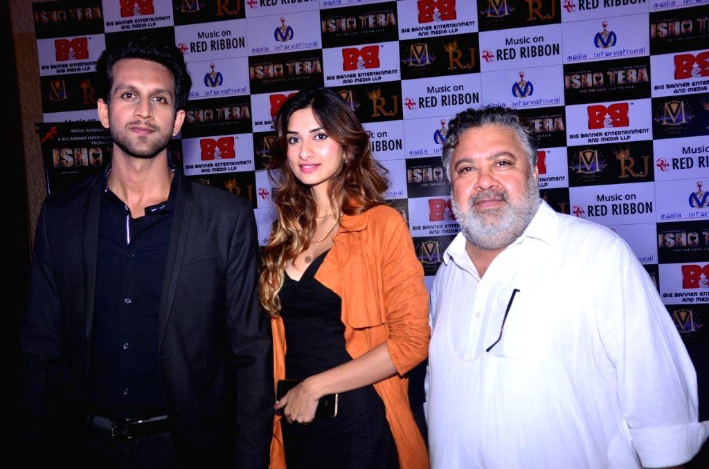 "Actors Mohit Madaan, Diksha Singh, Manoj Pahwa during music launch of upcoming film ""Ishq Tera"" in Mumbai, on March 27, 2018. - Mohit Madaan, Diksha Singh and Manoj Pahwa"