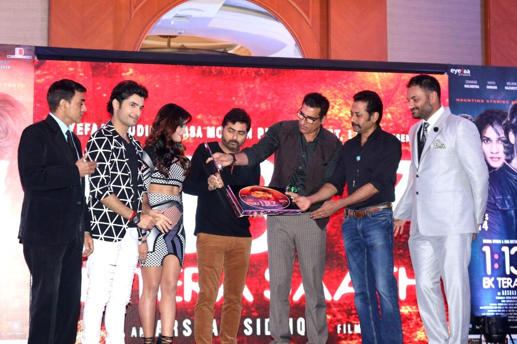 Actors Pankaj Berry, Sharad Malhotra, Melanie Nazareth, filmmaker Arshad Siddiqui, actors Mukesh Rishi, Deepraj Rana and Anubhav Dhir during the trailer and music launch of film 1:13:7 Ek ... - Pankaj Berry, Sharad Malhotra, Melanie Nazareth, Mukesh Rishi, Deepraj Rana and Anubhav Dhir
