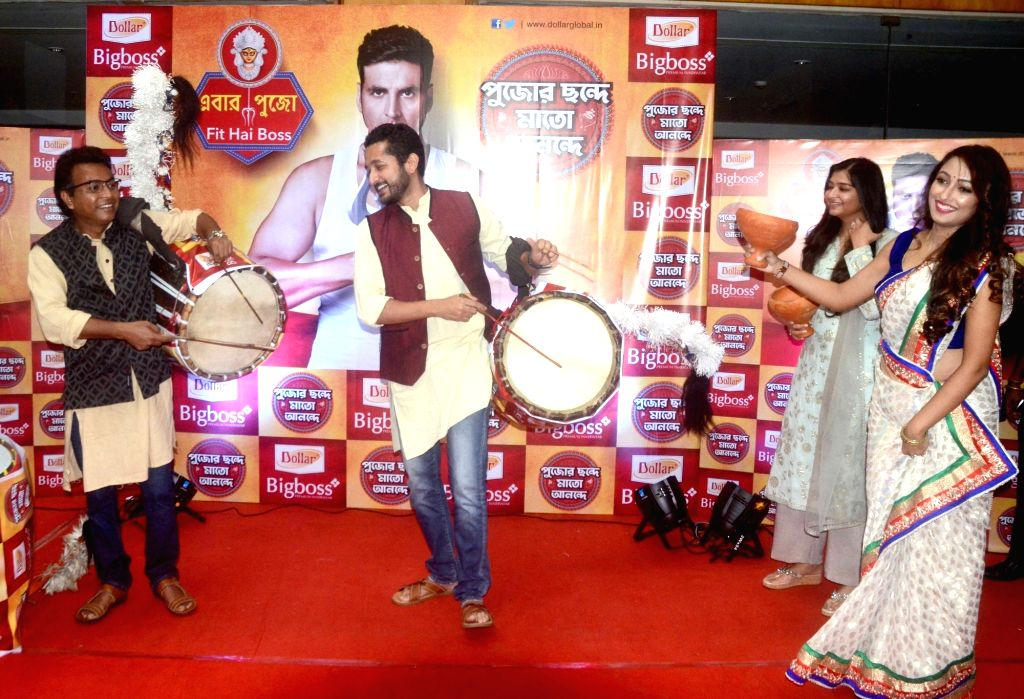 Actors Parambrata Chatterjee, Rudranil Ghosh, Ayoshi Talukdar and others during 10th edition of Pujor Chhonde Mato Anonde in Kolkata on Sep 27, 2019. - Parambrata Chatterjee, Rudranil Ghosh and Ayoshi Talukdar