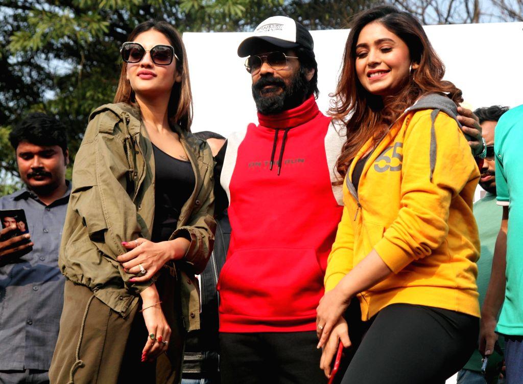 Actors Prasenjit Chatterjee, Ritabhari Chakraborty and Nusrat Jahan during Half Marathon run in Kolkata on Feb 9, 2020. - Prasenjit Chatterjee, Ritabhari Chakraborty and Nusrat Jahan