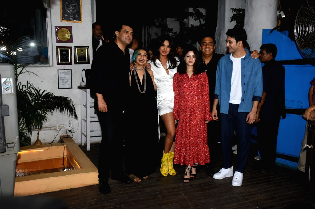 """Actors Priyanka Chopra, Zaira Wasim and Rohit Saraf with director Shonali Bose, producers Ronnie Screwvala and Siddharth Roy Kapur at the wrap-up party of their upcoming film """"The Sky Is ... - Shonali Bose, Priyanka Chopra, Zaira Wasim, Rohit Saraf and Siddharth Roy Kapur"""