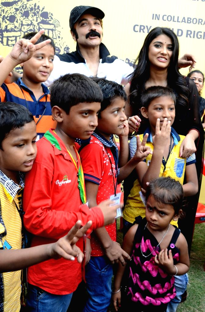 Actors Prosenjit Chatterjee and Parno Mittra during a programme organised by Kolkata Police against child labour in Kolkata, on June 11, 2017. - Prosenjit Chatterjee and Parno Mittra