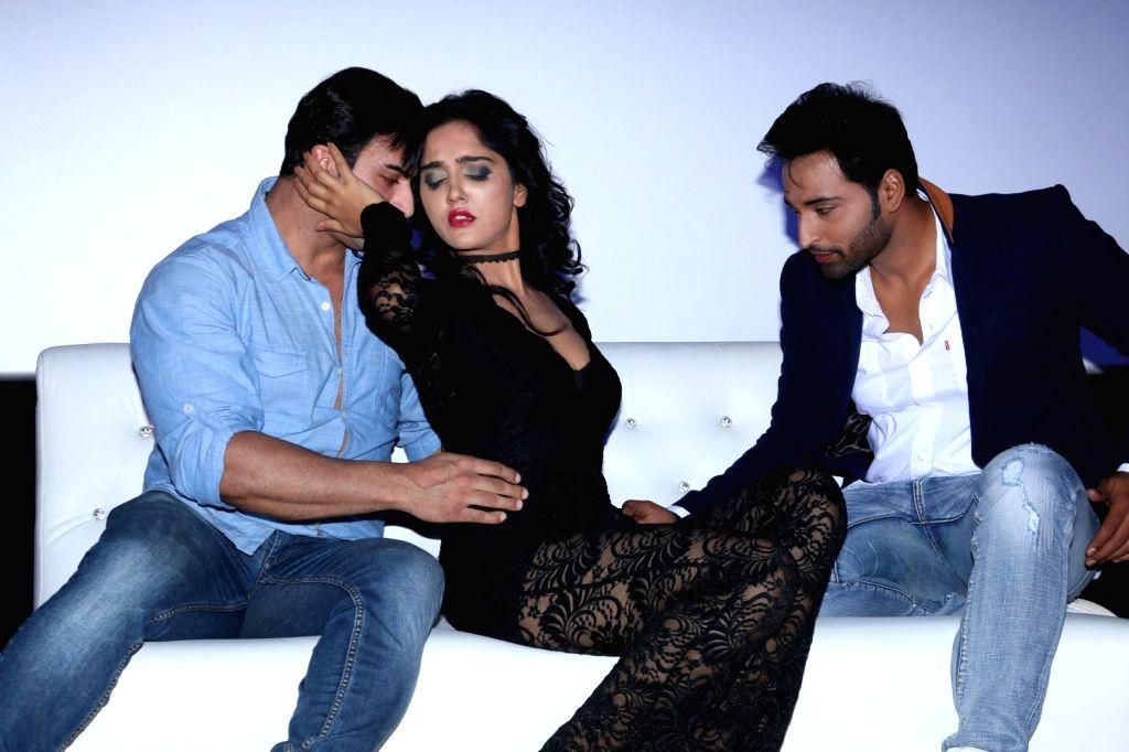 Actors Rajbir Singh, Divya Singh and Akshay Rangshahi during the song launch of film Ishq Junoon, in Mumbai, on Oct 26, 2016. - Rajbir Singh, Divya Singh and Akshay Rangshahi
