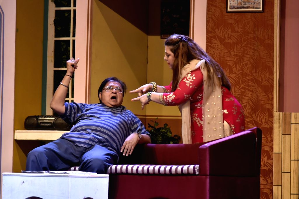 Actors Rakesh Bedi and Delnaaz Irani perform at the premiere of comedy play 'Wrong Number', in Mumbai on June 3, 2018. - Rakesh Bedi and Delnaaz Irani