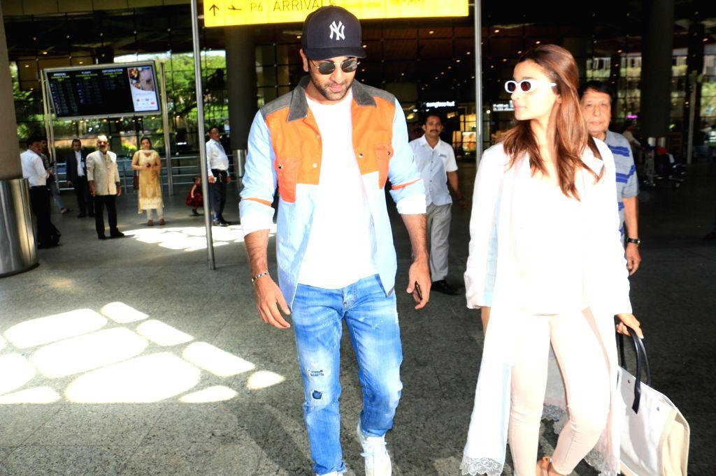 Actors Ranbir Kapoor and Alia Bhatt seen together in Mumbai's Chhatrapati Shivaji International Airport, on May 10, 2019. - Ranbir Kapoor and Alia Bhatt