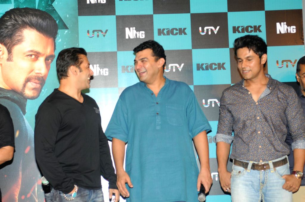 Actors Randeep Hooda, Salman Khan with filmmaker Siddharth Roy Kapur during the trailer launch of the film Kick in Mumbai on June 15, 2014. - Randeep Hooda, Salman Khan and Siddharth Roy Kapur