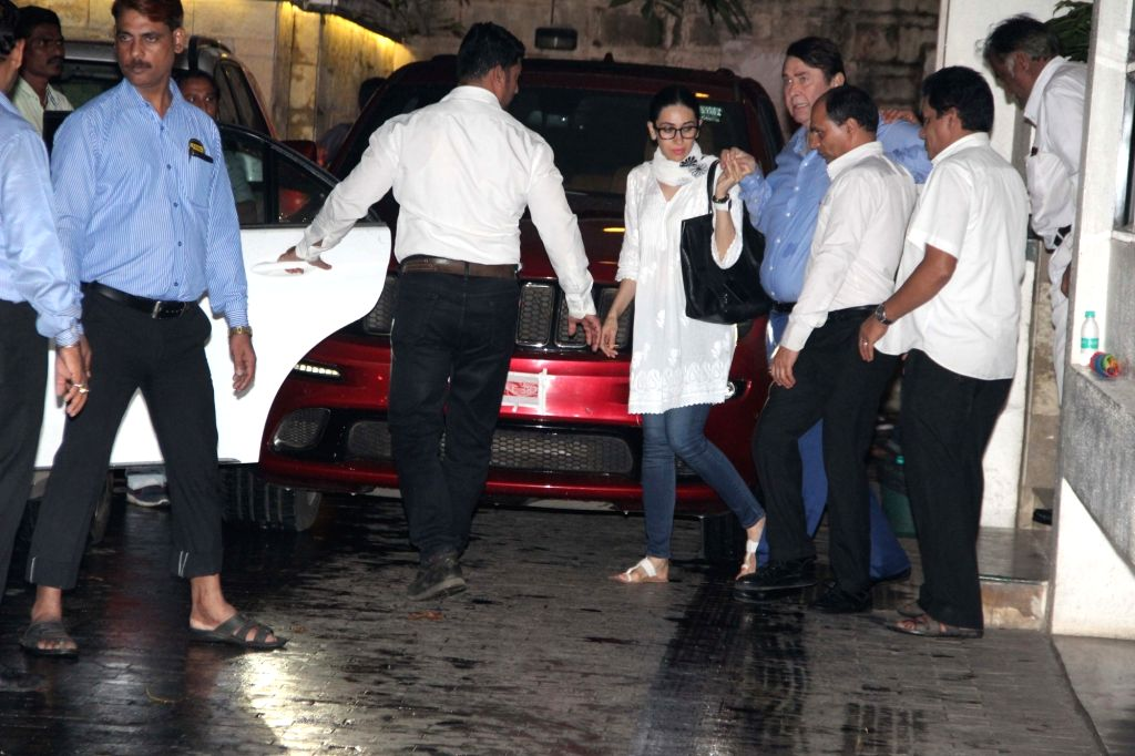 Actors Randhir Kapoor and Karisma Kapoor reaches the residence of actor Shashi Kapoor in Mumbai on Dec 5, 2017. Veteran actor Shashi Kapoor, who passed away at a city hospital here on Dec 4  ... - Shashi Kapoor, Randhir Kapoor and Karisma Kapoor