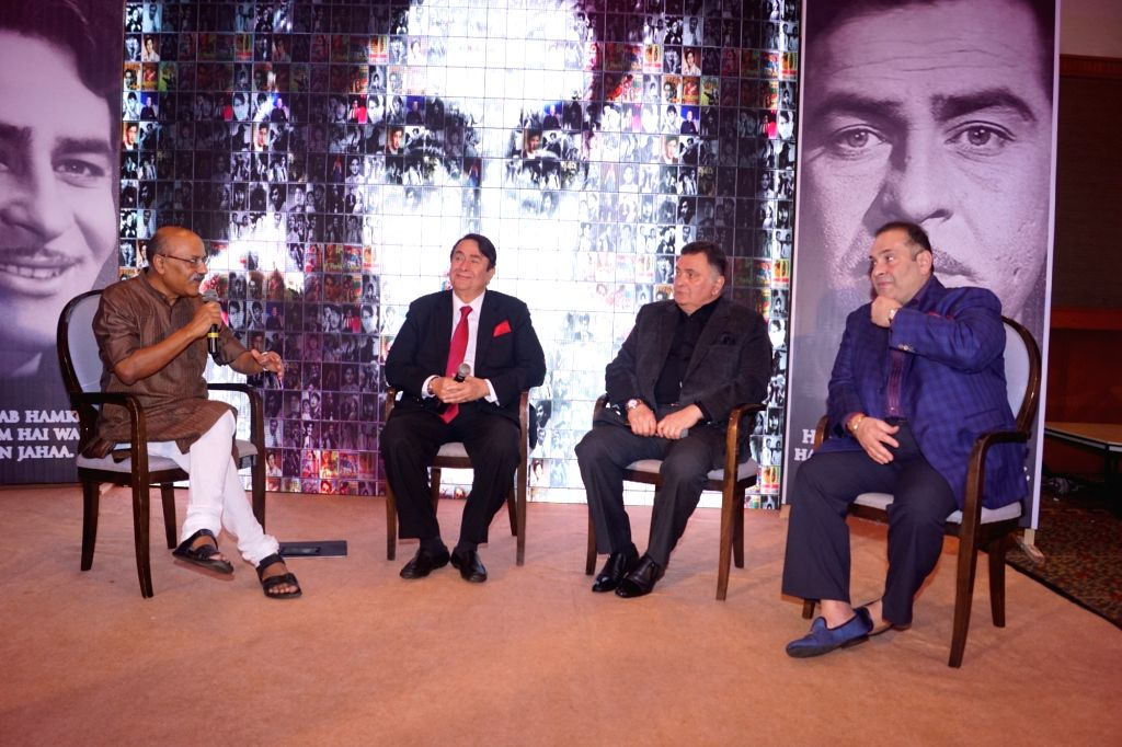 Actors Randhir Kapoor, Rishi Kapoor, Rajveer Kapoor with journalist Shekhar Gupta at Raj Kapoor Awards in Mumbai, on Feb 14, 2018. - Randhir Kapoor, Rishi Kapoor, Rajveer Kapoor, Shekhar Gupta and Kapoor Awards