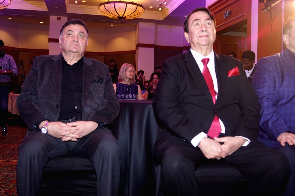 Actors Randhir Kapoor, Rishi Kapoor, Rajveer Kapoor at Raj Kapoor Awards in Mumbai, on Feb 14, 2018. - Randhir Kapoor, Rishi Kapoor, Rajveer Kapoor and Kapoor Awards