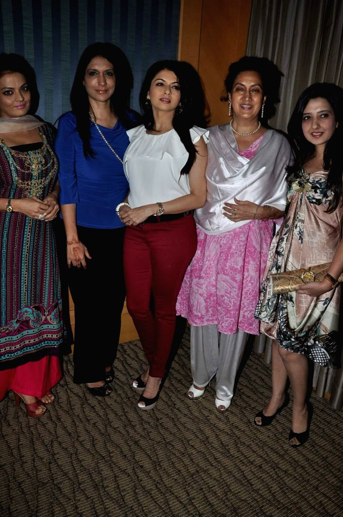 Actors Ranjeet's wife Naazneen Bedi, Bollywood actors Bhagyashree, Sheeba, Kavita Raha, Founder and CEO, Pink Platform and Fashion Designer Amy Billimoria during the announcement of the ... - Ranjeets, Bhagyashree, Sheeba, Kavita Raha, Founder and Naazneen Bedi
