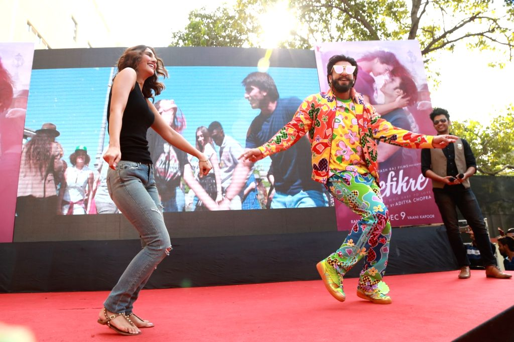 """Actors Ranveer Singh and Vaani Kapoor during the song launch of their upcoming film """"Befikre"""" at Faculty of Law, University of Delhi; in New Delhi on Nov 23, 2016. - Ranveer Singh and Vaani Kapoor"""