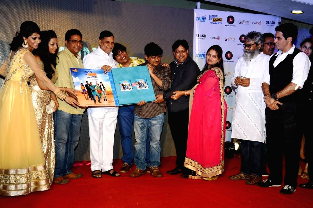 Actors Rashee, Reecha Sinha, Zakir Hussain, Kripa Sankar Singh,Abhishek, Raghuvir,Manoj, Santosh,Anupam, Aman Verma during the music launch of film Mainu Ek Ladki Chahiye in Mumbai on Aug 11, 2014. - Rashee, Reecha Sinha, Zakir Hussain, Kripa Sankar Singh and Aman Verma