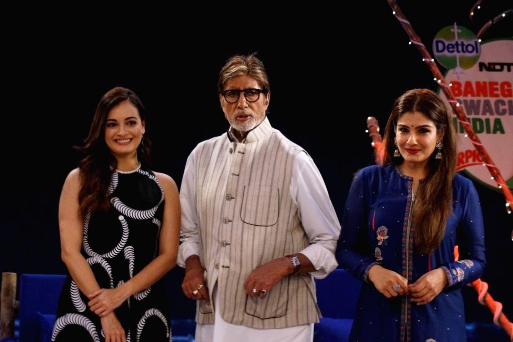 """Actors Raveena Tandon, Dia Mirza and Amitabh Bachchan at """"Rashtriya Swachhta Diwas"""" in Mumbai on Oct 2, 2017. - Raveena Tandon, Dia Mirza and Amitabh Bachchan"""