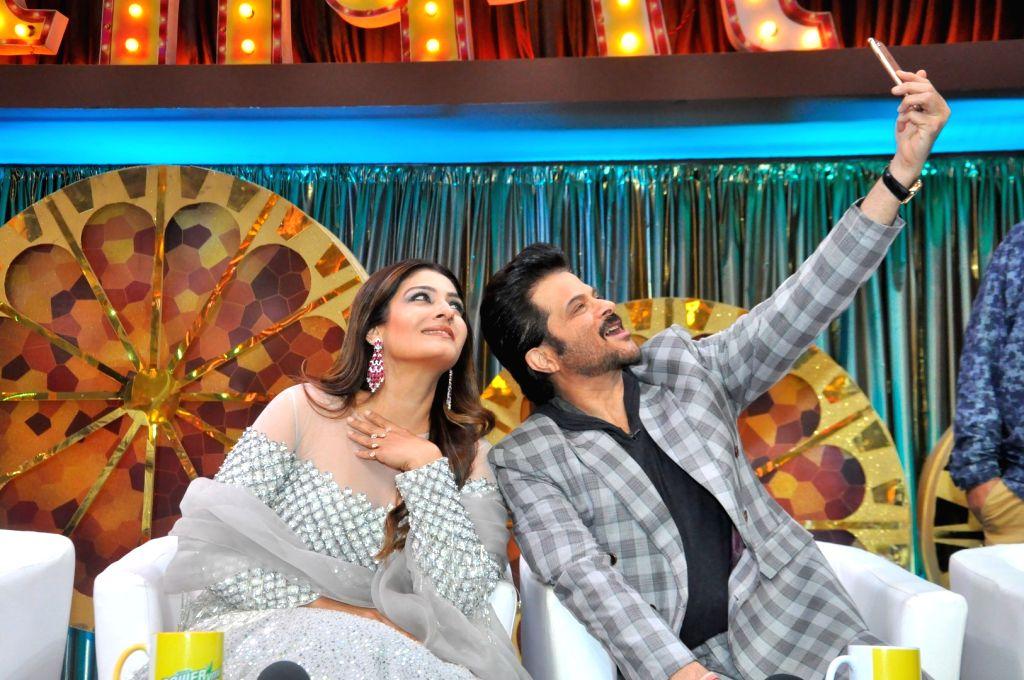 "Actors Raveena Tondon and Anil Kapoor during the promotion of upcoming film ""Mubarakan"" on the sets of reality show Sabse Bada Kalakar in Mumbai, on June 29, 2017. - Raveena Tondon and Anil Kapoor"