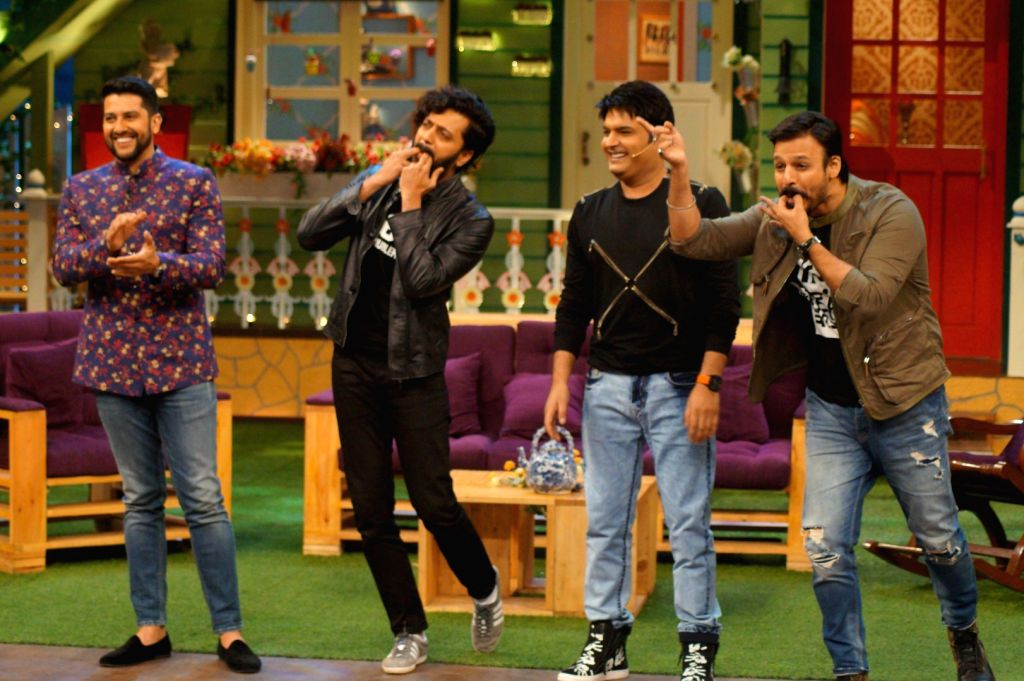 Actors Riteish Deshmukh, Aftab Shivdasani and Vivek Oberoi with actor and stand-up comedian Kapil Sharma during the promotion of film Great Grand Masti 3 on the sets of The Kapil Sharma Show ... - Riteish Deshmukh, Aftab Shivdasani, Vivek Oberoi and Kapil Sharma