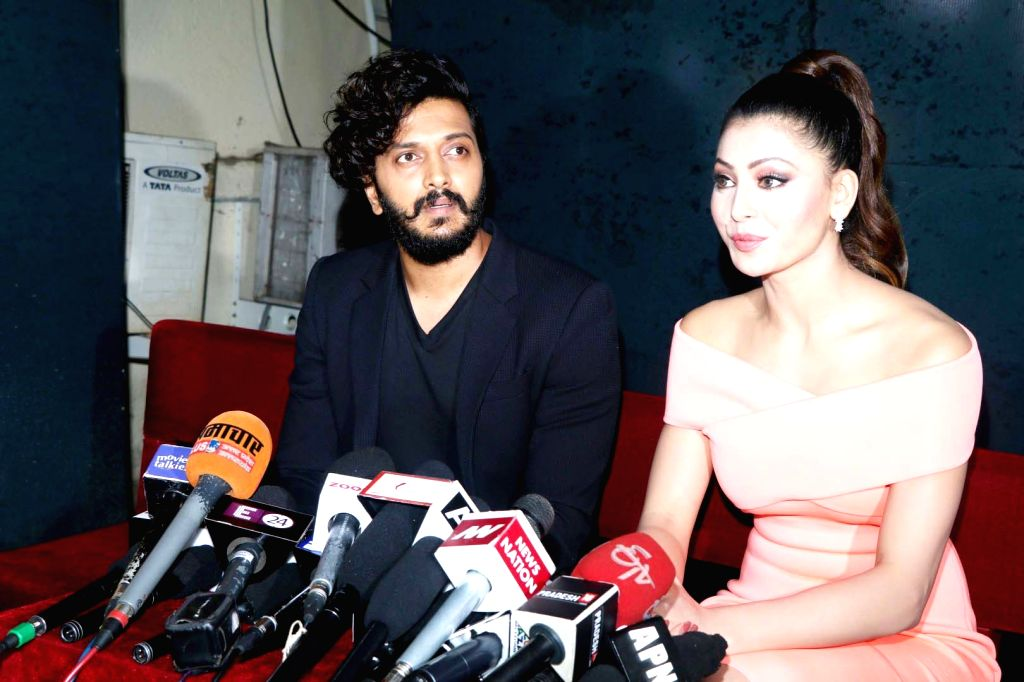 Actors Riteish Deshmukh and Urvashi Rautela during the promotion of film Great Grand Masti on the sets of So You Think You Can Dance, in Mumbai, on July 5, 2016. - Riteish Deshmukh and Urvashi Rautela