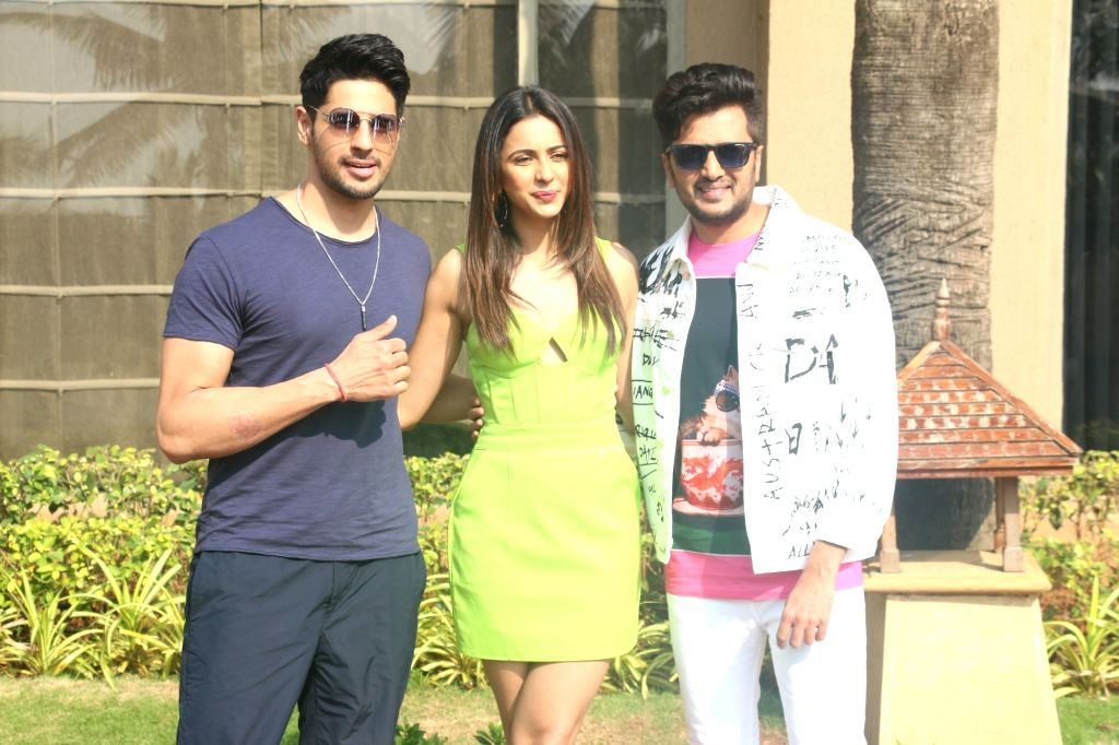 "Actors Riteish Deshmukh, Rakul Preet Singh and Sidharth Malhotra at media interaction during the promotions of their upcoming film ""Marjaavaan"" in Mumbai on Nov 5, 2019. - Riteish Deshmukh, Rakul Preet Singh and Sidharth Malhotra"