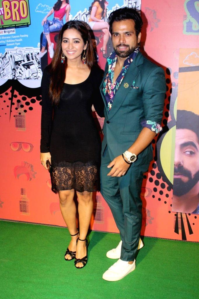 """Actors Rithvik Dhanjani and Asha Negi during the special screening of  web-series """"Yo Ke Hua Bro"""" in Mumbai on Aug 16, 2017. - Rithvik Dhanjani and Asha Negi"""