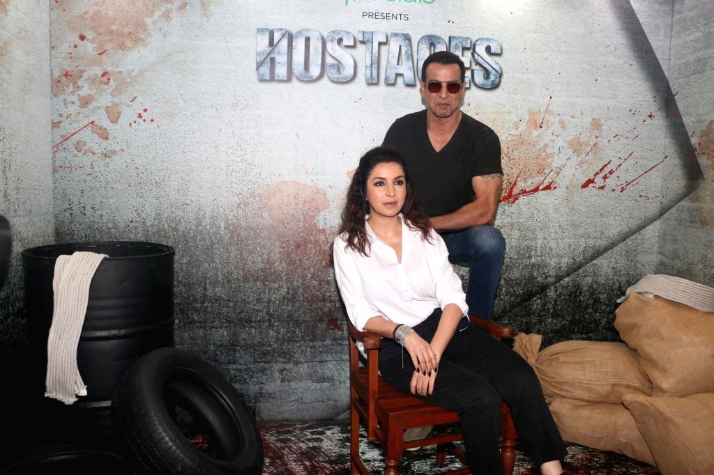 Actors Ronit Roy and Tisca Chopra at the screening of their web series 'Hostages', in Mumbai, on May 22, 2019. - Ronit Roy and Tisca Chopra