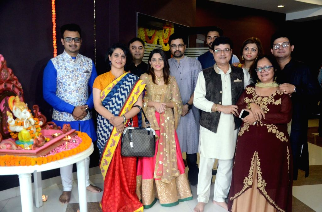 "Actors Sachin Pilgaonkar, Supriya Pilgaonkar, Sonalee Kulkarni, Swapnil Joshi and Subodh Bhave at the trailer launch of the movie ""Tula Kalnar Nahi"" in Mumbai on Aug 21, 2017. - Sachin Pilgaonkar, Supriya Pilgaonkar, Sonalee Kulkarni, Swapnil Joshi and Subodh Bhave"