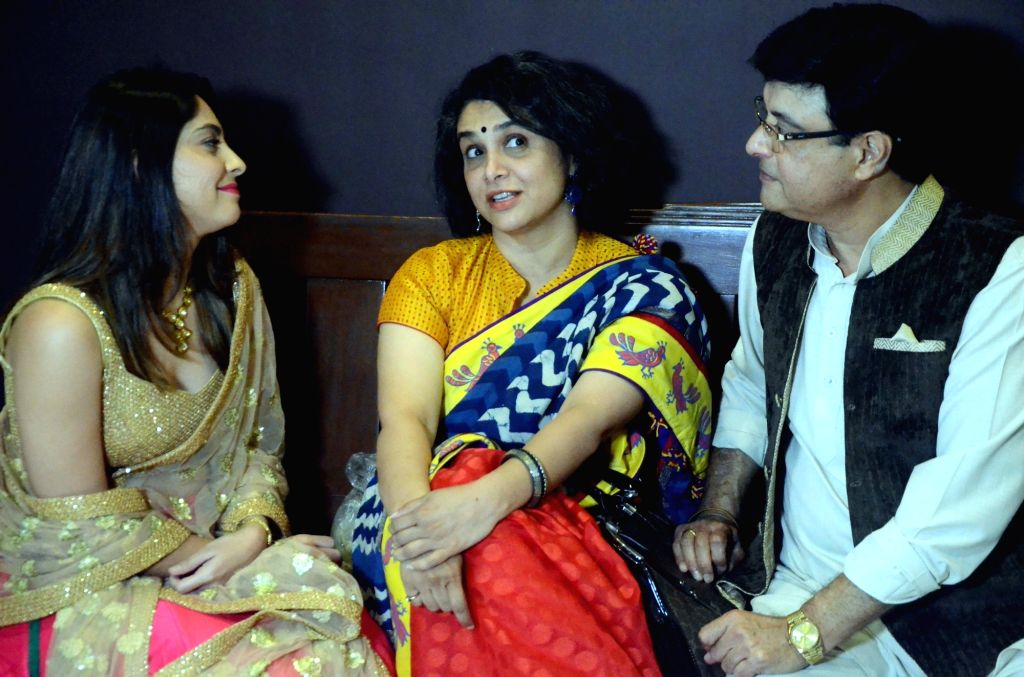 "Actors Sachin Pilgaonkar, Supriya Pilgaonkar and Sonalee Kulkarni at the trailer launch of the movie ""Tula Kalnar Nahi"" in Mumbai on Aug 21, 2017. - Sachin Pilgaonkar, Supriya Pilgaonkar and Sonalee Kulkarni"