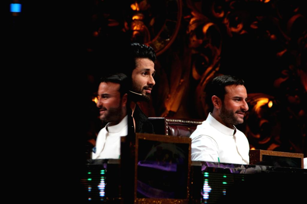 Actors Saif Ali Khan and Shahid Kapoor during the promotion of film Phantom on the sets of Jhalak Dikhhla Jaa Season 8 in Mumbai, on Aug 12, 2015. - Saif Ali Khan and Shahid Kapoor