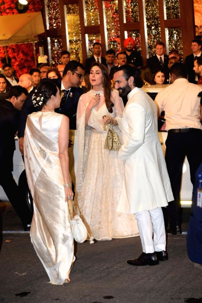 Actors Saif Ali Khan with his wife actress Kareena Kapoor at the wedding ceremony of industrialist Mukesh Ambani's daughter Isha Ambani and Anand Piramal at Antilia in Mumbai on Dec 12, 2018. - Kareena Kapoor, Saif Ali Khan, Mukesh Ambani and Isha Ambani