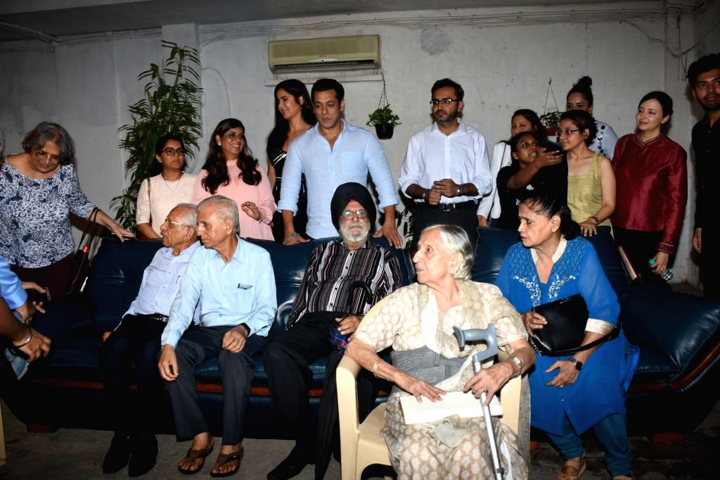 "Actors Salman Khan and Katrina Kaif with the families who experienced the events of 1947 and the partition, at the special screening of  their upcoming film ""Bharat"", in Mumbai on ... - Salman Khan and Katrina Kaif"
