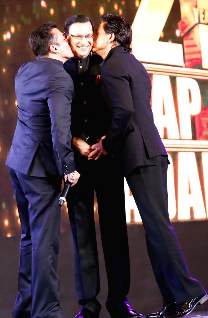 Actors Salman Khan and Shahrukh Khan with Rajat Sharma, Chairman and Editor in Chief of India TV during Aap Ki Adalat's 21st anniversary celebrations in New Delhi on Dec 2, 2014. - Salman Khan, Shahrukh Khan and Rajat Sharma