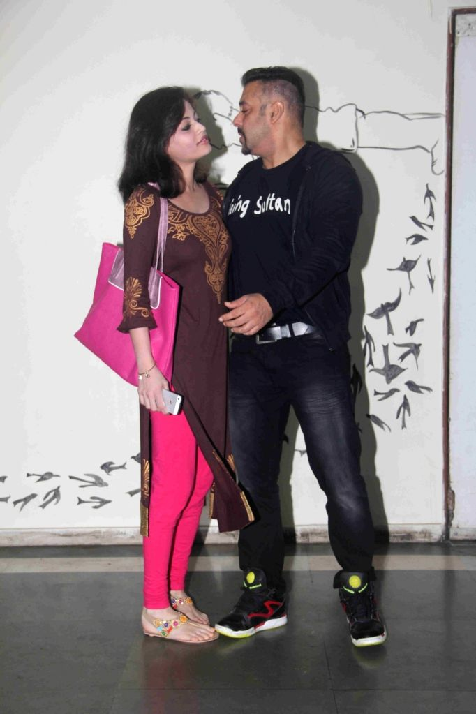 Actors Salman Khan and Sneha Ullal arrive to attend the premiere of actress Daisy Shah`s debut play Begum Jaan, in Mumbai on July 2, 2016. - Daisy Sha, Salman Khan, Sneha Ullal and Shah
