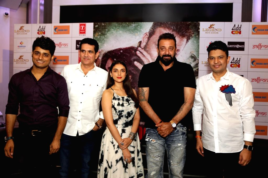 """Actors Sanjay Dutt and Aditi Rao Hydari along with producers Omung Kumar, Bhushan Kumar and Sandeep Singh during the promotion of their upcoming film """"Bhoomi"""" in New Delhi on ... - Sanjay Dutt, Aditi Rao Hydari, Omung Kumar, Bhushan Kumar and Sandeep Singh"""