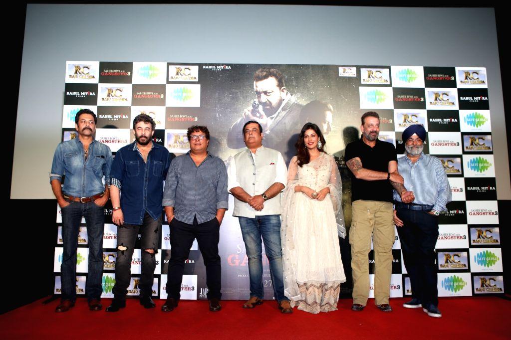 "Actors Sanjay Dutt, Chitrangada Singh, Rahul Mittra, Deepak Tijori and producer Rahul Mittra and Tigmanshu Dhulia at the trailer launch of upcoming film ""Saheb, Biwi Aur Gangster 3"" ... - Sanjay Dutt, Chitrangada Singh, Rahul Mittra and Deepak Tijori"
