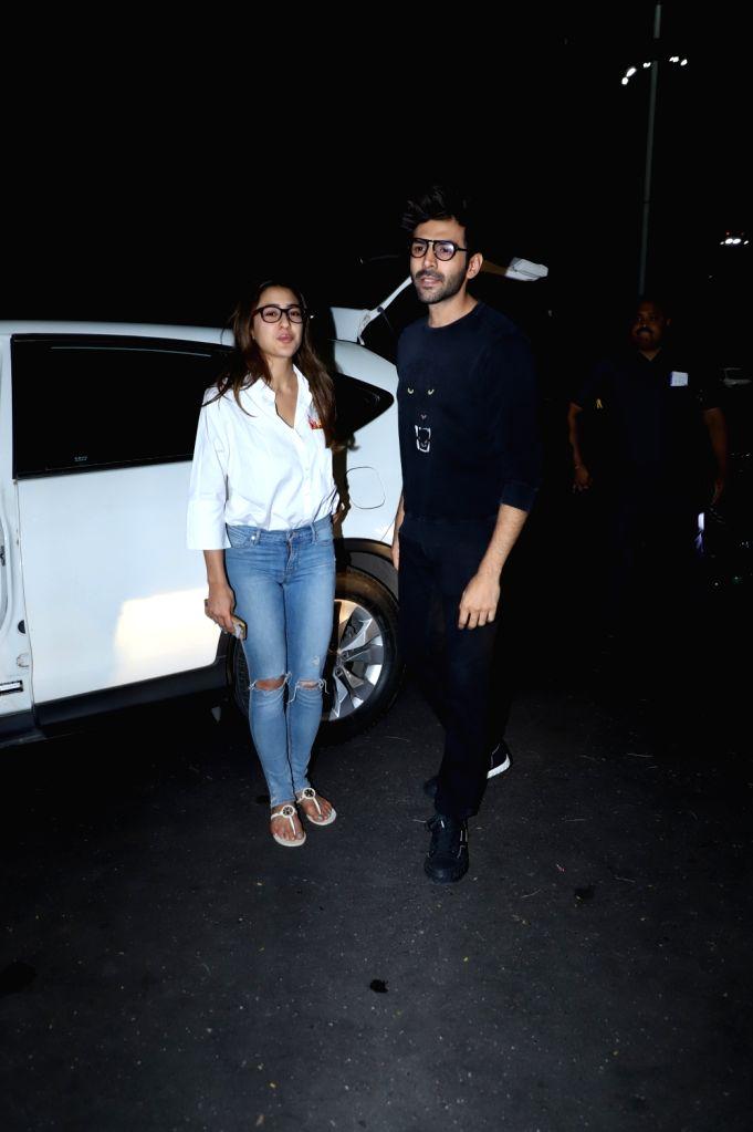 Actors Sara Ali Khan and Kartik Aryan seen at Chhatrapati Shivaji International Airport in Mumbai on Feb 4, 2020. - Sara Ali Khan and Kartik Aryan
