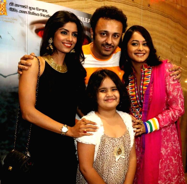 Actors Sayantani Ghosh, Jayjeet and Rimjhim Gupta during premiere of Bengali film 'MAYA' in Kolkata on July 11, 2014. - Sayantani Ghosh, Jayjeet and Rimjhim Gupta