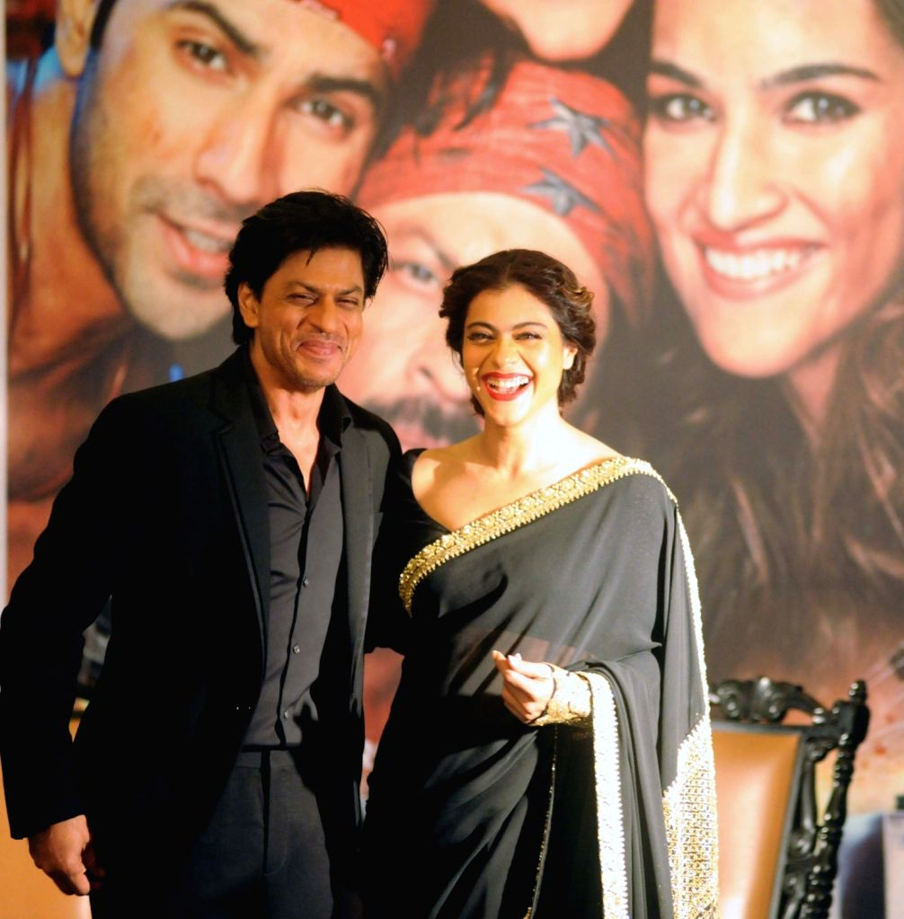 """Actors Shah Rukh and Kajol during a programme organised to promote their film """"Dilwale"""" in Kolkata, on Dec 22, 2015. - Shah Rukh and Kajol"""