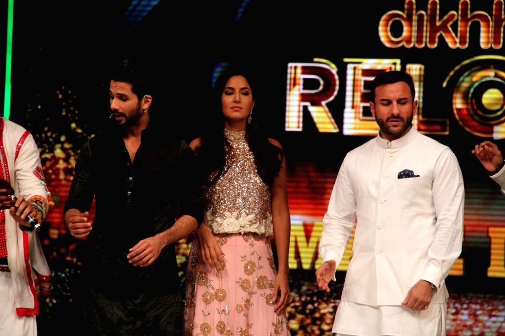 Actors Shahid Kapoor, Katrina Kaif and Saif Ali Khan during the promotion of film Phantom on the sets of Jhalak Dikhhla Jaa Season 8 in Mumbai, on Aug 12, 2015. - Shahid Kapoor, Katrina Kaif and Saif Ali Khan
