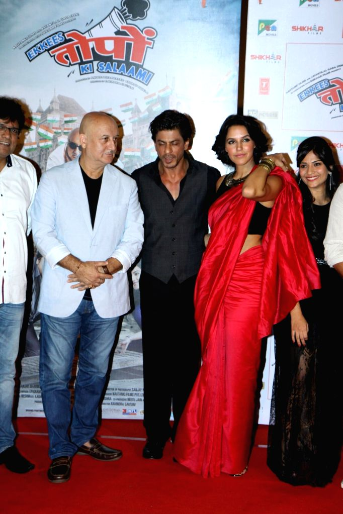 Actors Shahrukh Khan, Aditi Sharma, Anupam Kher and Neha Dhupia during the trailer launch of film Ekkees Toppon Ki Salaami in Mumbai on Aug 11, 2014. - Shahrukh Khan, Aditi Sharma, Anupam Kher and Neha Dhupia