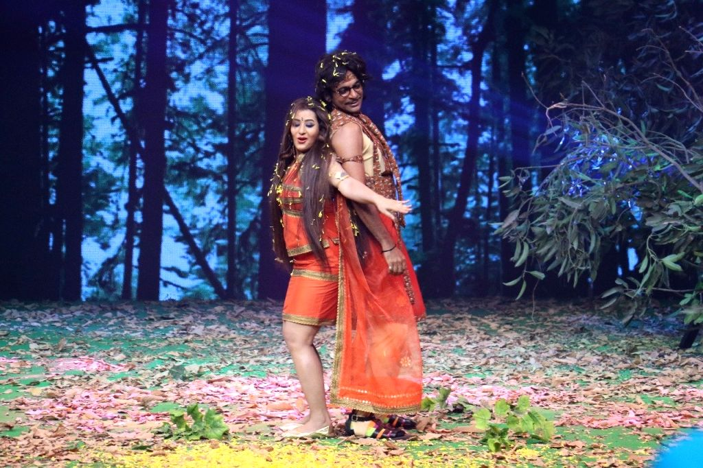 "Actors Shilpa Shinde and Sunil Grover on the sets of web series ""Jio Dhan Dhana Dhan Live"" in Mumbai on May 21,2018. - Shilpa Shinde and Sunil Grover"