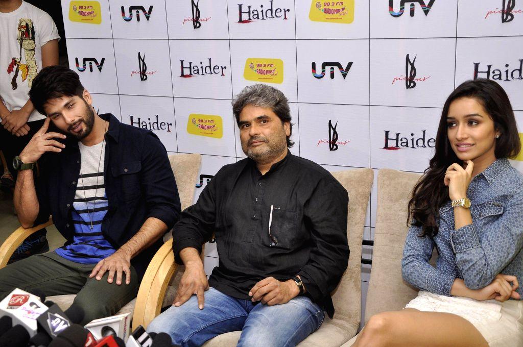 Actors Shraddha Kapoor and Shahid Kapoor and filmmaker Vishal Bhardwaj during the music premier of upcoming film Haider at Radio Mirchi studio in Mumbai, on Aug. 20, 2014. - Shraddha Kapoor, Shahid Kapoor and Vishal Bhardwaj