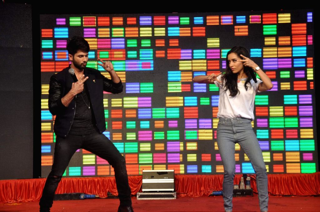 Actors Shraddha Kapoor and Shahid Kapoor during the promotion of film Haider in Mumbai on August 15, 2014. - Shraddha Kapoor and Shahid Kapoor