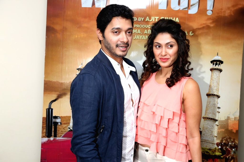 Actors Shreyas Talpade and Manjari Phadnis during the screening of film Wah Taj, in Mumbai on Sept 22, 2016. - Shreyas Talpade and Manjari Phadnis