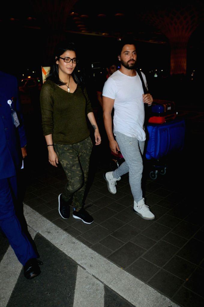 Actors Shruti Haasan and Michael Corsale spotted at Chhatrapati Shivaji Maharaj International airport , on Aug 18, 2017. - Shruti Haasan and Michael Corsale