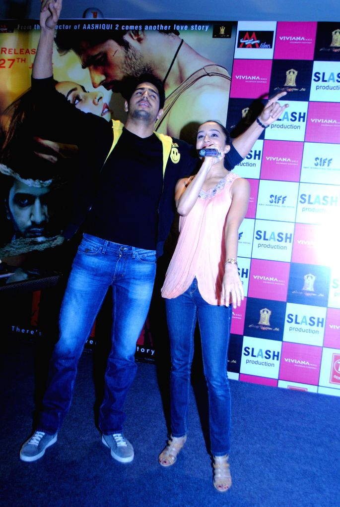 Actors Siddharth Malhotra and Shraddha Kapoor during the promotions of film Ek Villain at Viviana Mall in Mumbai, on June 27, 2014. - Siddharth Malhotra and Shraddha Kapoor