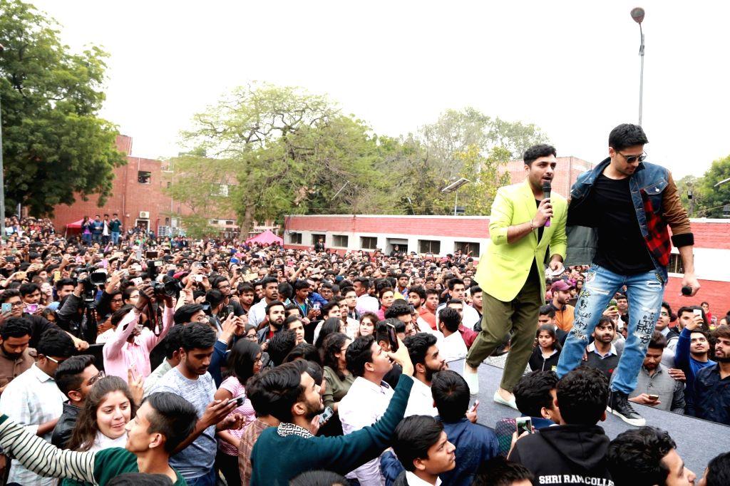 "Actors Siddharth Malhotra , Manoj Bajpayee and Rakul Preet at SRCC College in DU during promotion of ""Aiyaary"", in New Delhi, on 12 Feb, 2018. - Siddharth Malhotra and Manoj Bajpayee"