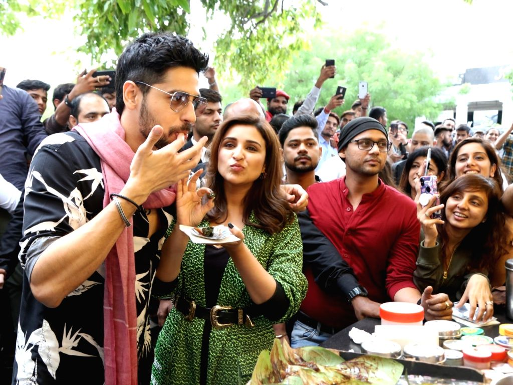 "Actors Sidharth Malhotra and Parineeti Chopra visit a paan shop during the promotions of their film ""Jabariya Jodi"", in New Delhi on July 25, 2019. - Sidharth Malhotra and Parineeti Chopra"